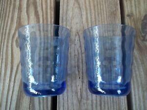 Set-of-2-Vintage-Blue-Plastic-Tumblers-Rocks-Glasses-Beehive-Ribbed