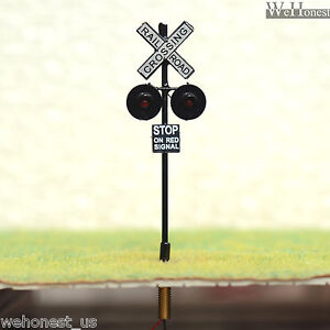 8-x-OO-or-HO-Scale-Railroad-Crossing-Signals-LEDs-made-4-Circuit-board-flasher