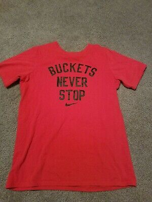 "L ** NWT NIKE Boy/'s /""BUCKETS NEVER STOP/"" Cotton T-Shirt ** BLACK//CRIMSON RED"