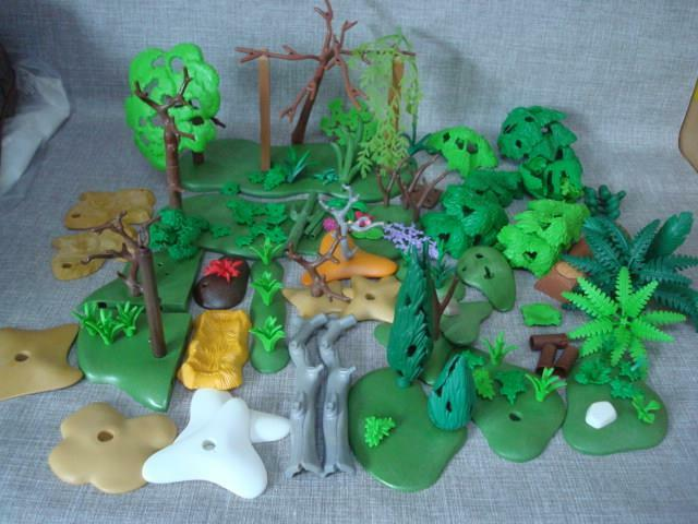 PLAYMOBIL LARGE COLLECTION OF TREES PLANTS BASES ETC