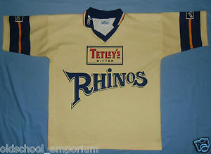 Leeds Rhinos / 1998 Away - ASICS - vintage MENS RUGBY Shirt / Jersey. Size: L - Poland, Polska - If an item is to be returned because you changed your mind (you do not like the color, size etc), you will have to cover the return shipping's fee. I do my best to describe the listed stuff as well as possible and the exact size numbers a - Poland, Polska
