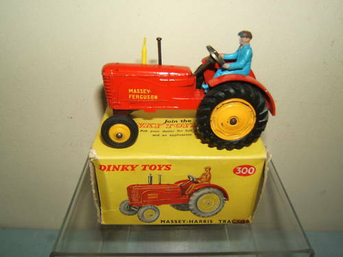 DINKY TOYS modèle No.300  Massey Ferguson Tracteur (caoutchouc tyreversion) En parfait état, dans sa boîte  marque célèbre