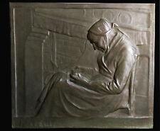 """PLAQUES EN BRONZE signée GODEFROID DEVREESE (1861 - 1941 ) """" L'AÏEULE """""""