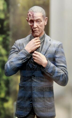 NEW Entertainment Exclusive Exclusive Breaking Bad Gus Fring Burned Face Figure
