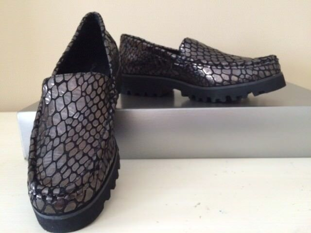 DONALD J PLINER CROCODILE INSPIRED LEATHER MOCCASINS LOAFERS,LUG SOLE SIZE 6
