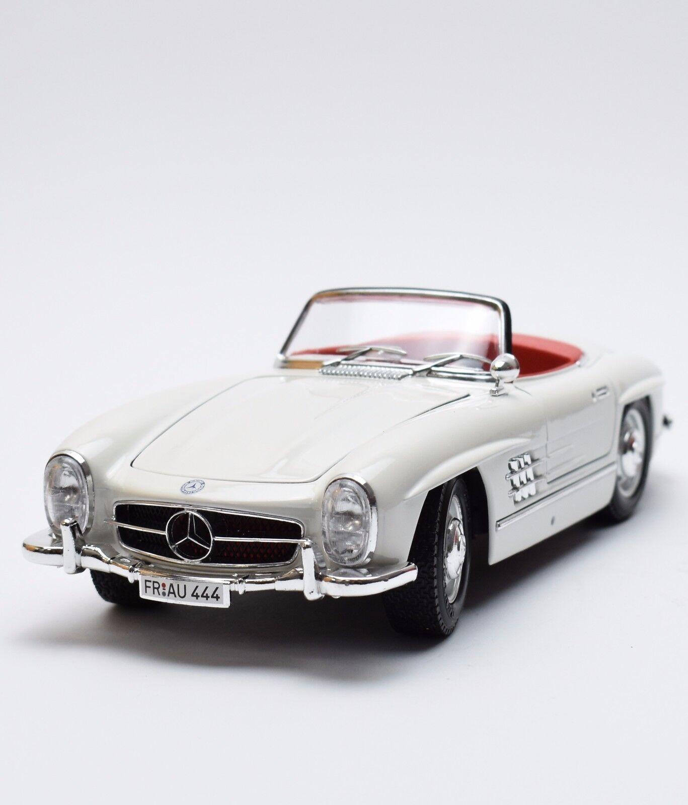 Mercedes Benz 300 SL Voiture De Sport En Blanc laqué, Bburago 3023, neuf dans sa boîte, 1 18, k011