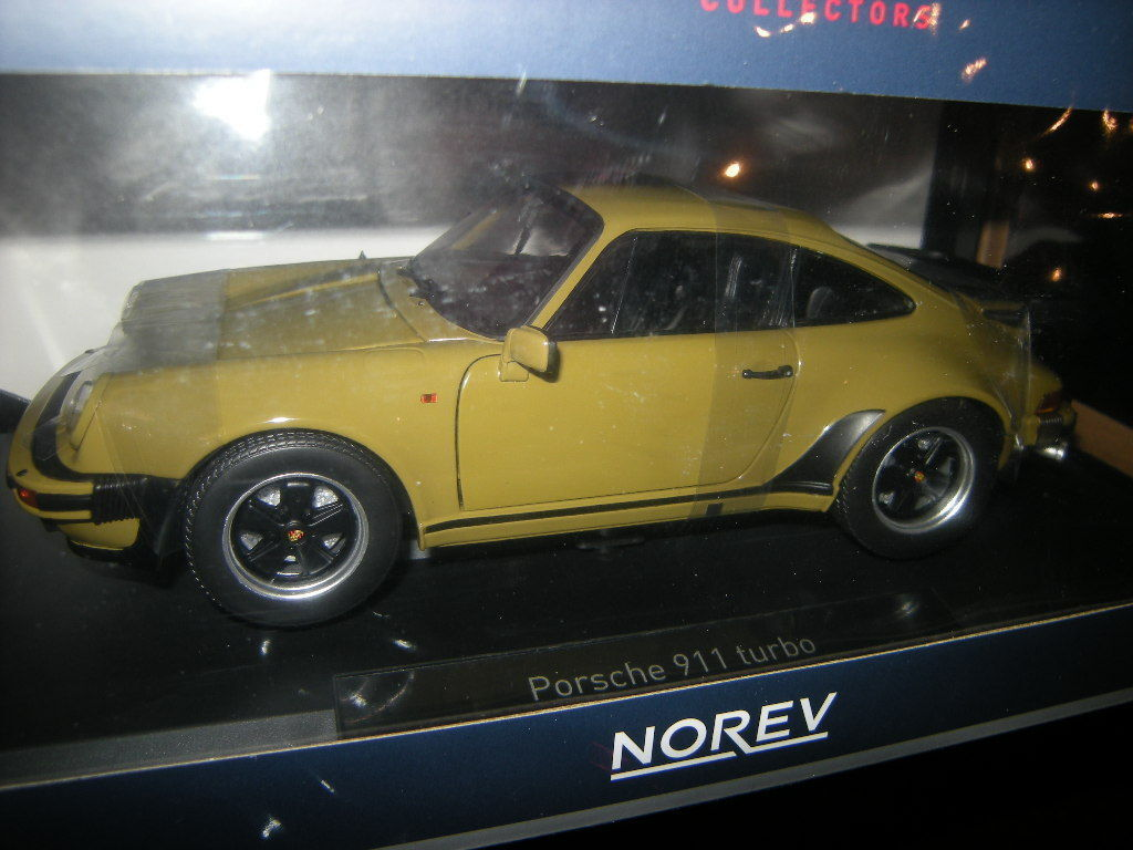 1:18 Norev Porsche 911 Turbo 3.3 1977 Olive/kaki Nº 187575 neuf dans sa boîte | Outlet Online