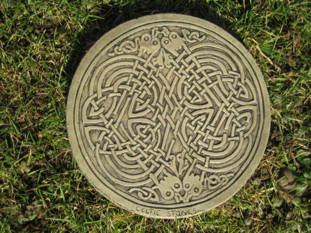Stepping stone (Celtic square knot) Stone garden ornament
