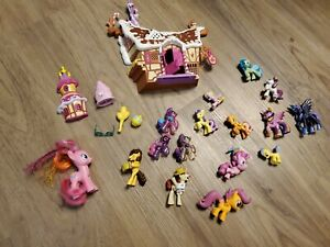 My Little Pony Cottage Accessories And Various Ponies..