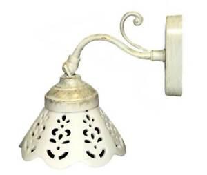 Applique-in-ottone-avorio-decapato-con-ceramica-traforata-ad-1-luce-chic-shabby