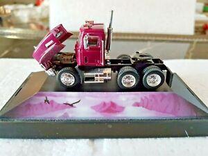 Herpa-140614-Mack-Zugmaschine-US-Truck-mit-ovp-1-87-details-bemalt-NEU-wertig
