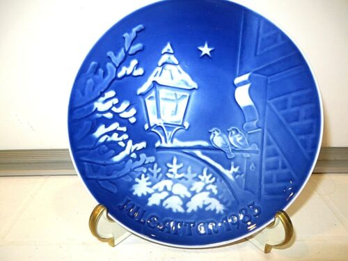 """CHRISTMAS IN OLD TOWN"" 1983 COLLECTOR PLATE"