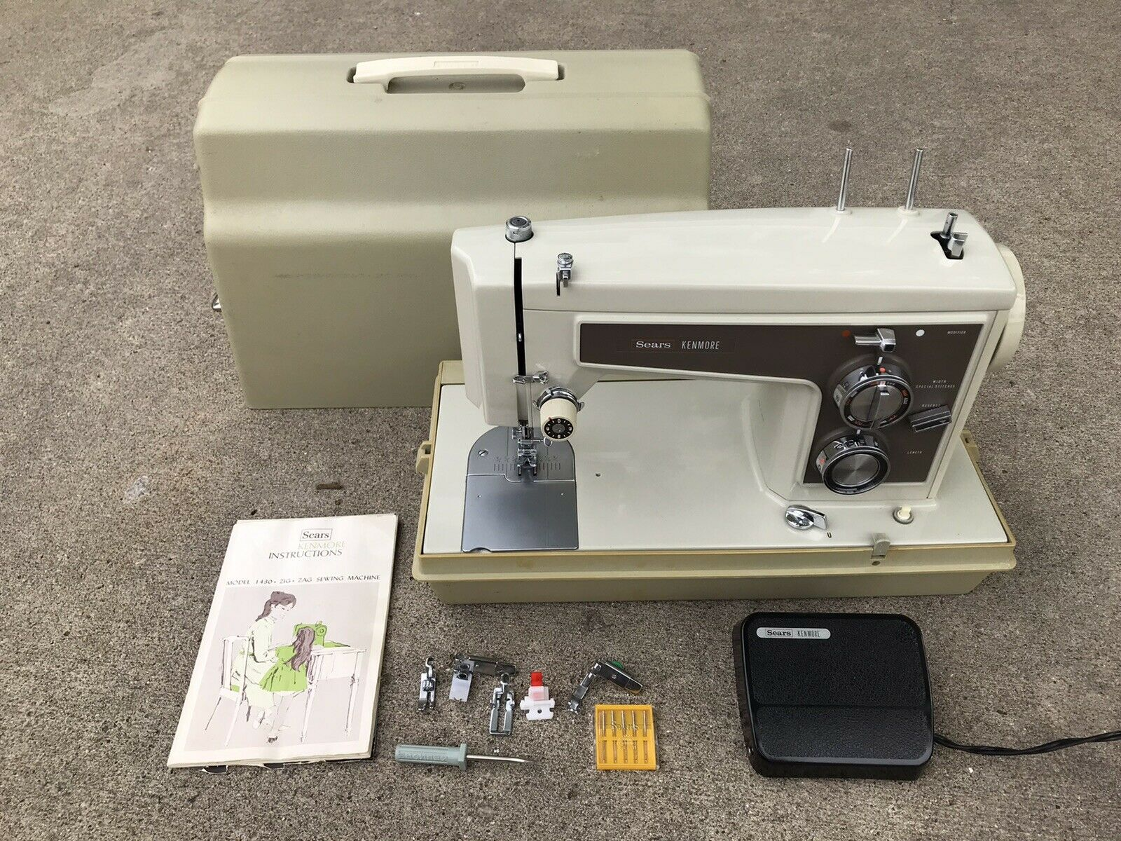 s l1600 - Sears Kenmore Sewing Machine 1430 w/Book, Accessories Case EXCELLENT