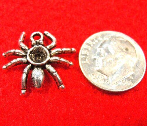 50Pcs WHOLESALE Tibetan Silver Blackwidow SPIDER Charms Halloween Drops Q0340