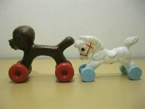 2-Piezas-DDR-Plaste-Plastico-Juguete-Caballo-Perro-En-Ruedas-Um-1970
