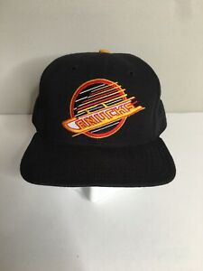Vintage-90-039-s-NHL-Vancouver-Canucks-New-Era-Fitted-7-1-4-Hat-Bure-Black