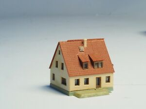 Built-Kibri-Z-scale-Suburban-house-18
