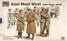 "Riich 1/35 ""East Meet West"" Elbe River 1945 4 Figure Set Plastic Model"