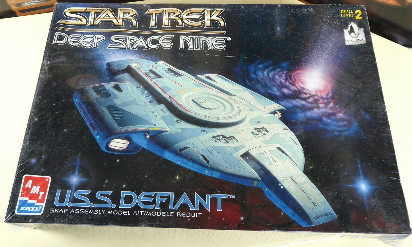 Star Trek Deep Space Nine U.S.S. Defiant AMT New Sealed