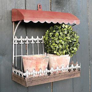 Balkon-mit-2-x-Topf-Metall-Terracotta-Set-Vordach-Kraeuterregal-Regal-Ablage-Deko