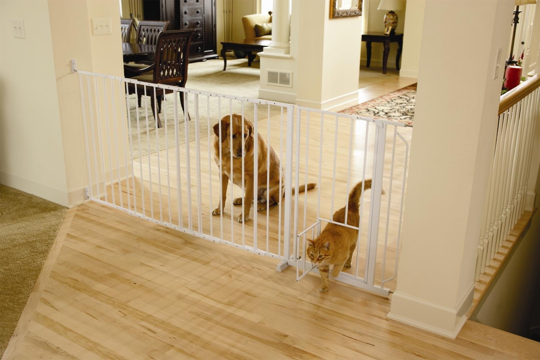 Carlson Maxi Walk-Thru Gate with Pet Door 1210PW