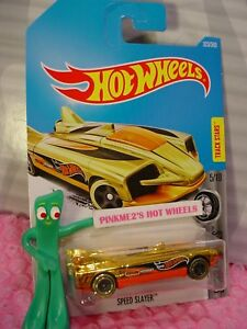 Velocita-Cacciatrice-323-Oro-Arancione-Super-Chromes-2017-i-Hot-Wheels