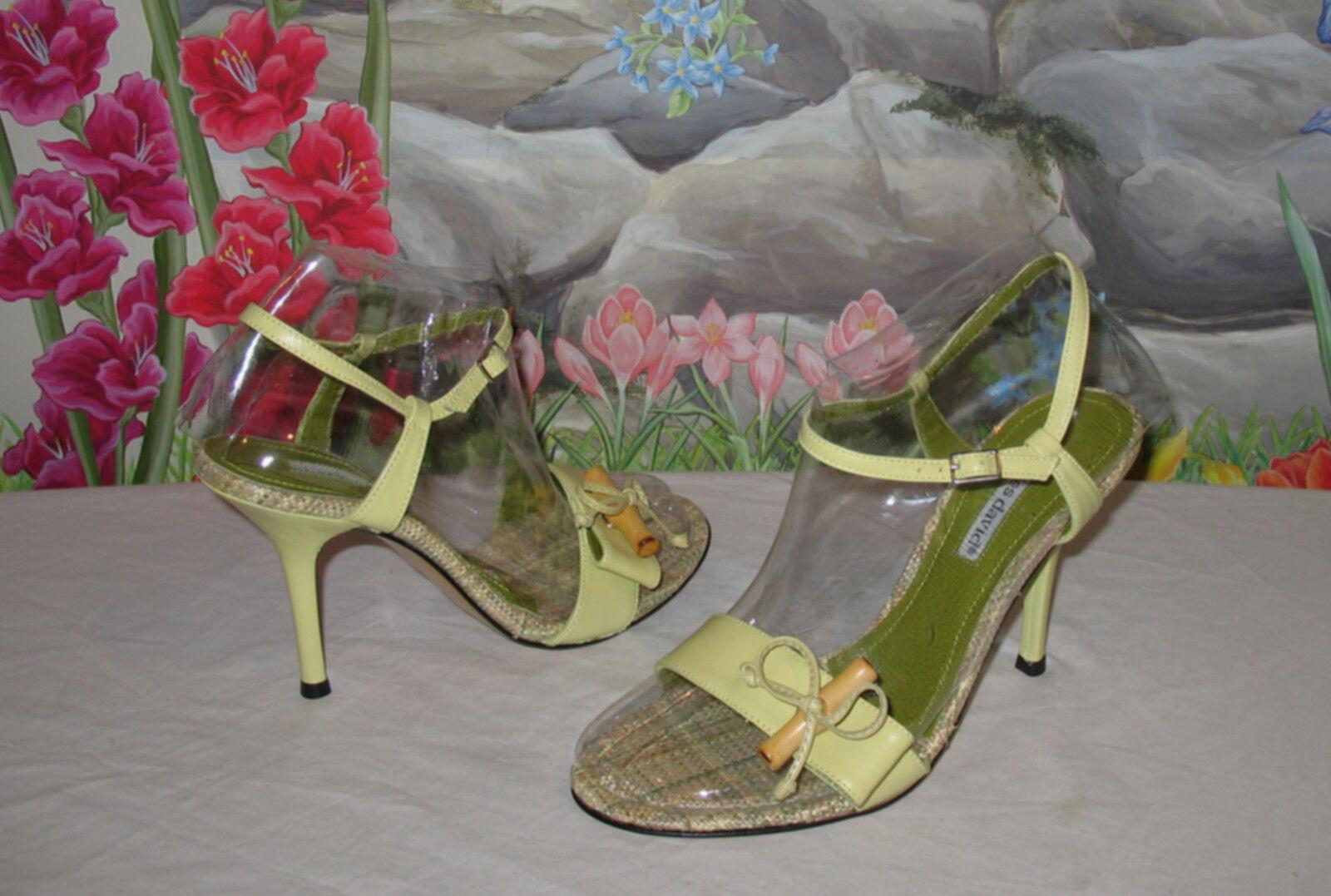 New CHARLES DAVID Celery Green Leder Sandale w Wood Toggle sz 9
