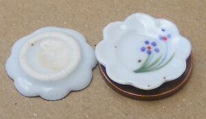 1:12 Scale 2 x White Ceramic Dish's Floral Motif Dolls House Miniature Accessory