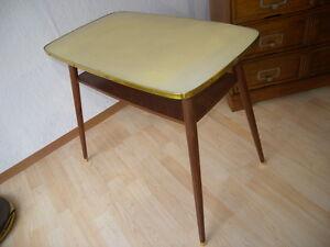 50er jahre tisch nierentisch beistelltisch rockabilly vintage gelb couchtisch ebay. Black Bedroom Furniture Sets. Home Design Ideas