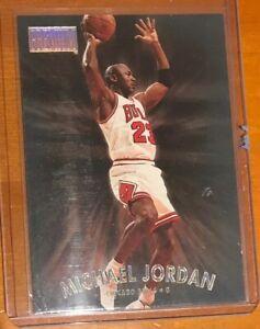 1997-98-Skybox-Premium-Michael-Jordan-29-Bulls-HOF-Sharp-INSERT-LIKE