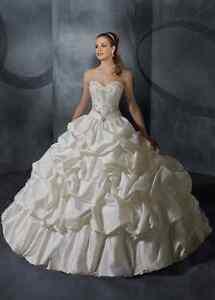 Caricamento dell immagine in corso A00110-Abito-da-Sposa -Wedding-Dress-Taffeta 602fce164b6