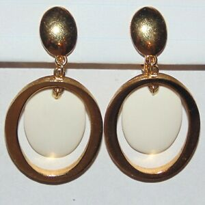 Vintage-signed-Crown-Trifari-gold-tone-white-lucite-oval-dangle-clip-earrings