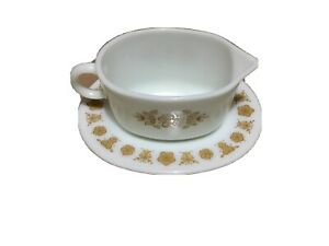 Butterfly Gold Pyrex Gravy Boat and Under plate (ST-64)