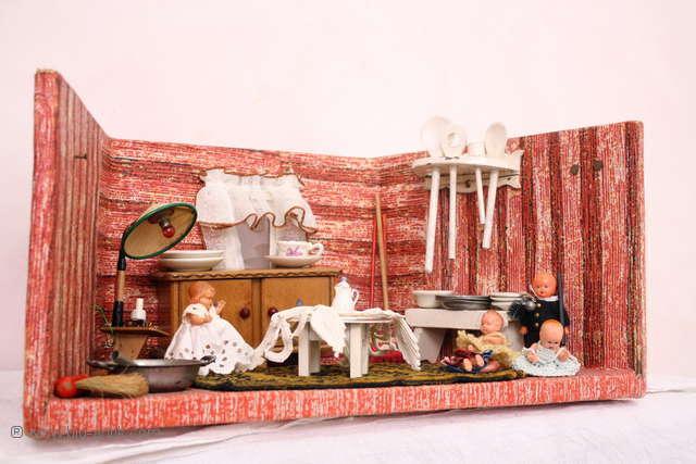 Museale Puppenstube / Puppenhaus / Viel Viel Viel Zubehör u. antike Puppen / 20er Jahre / 8ddd24