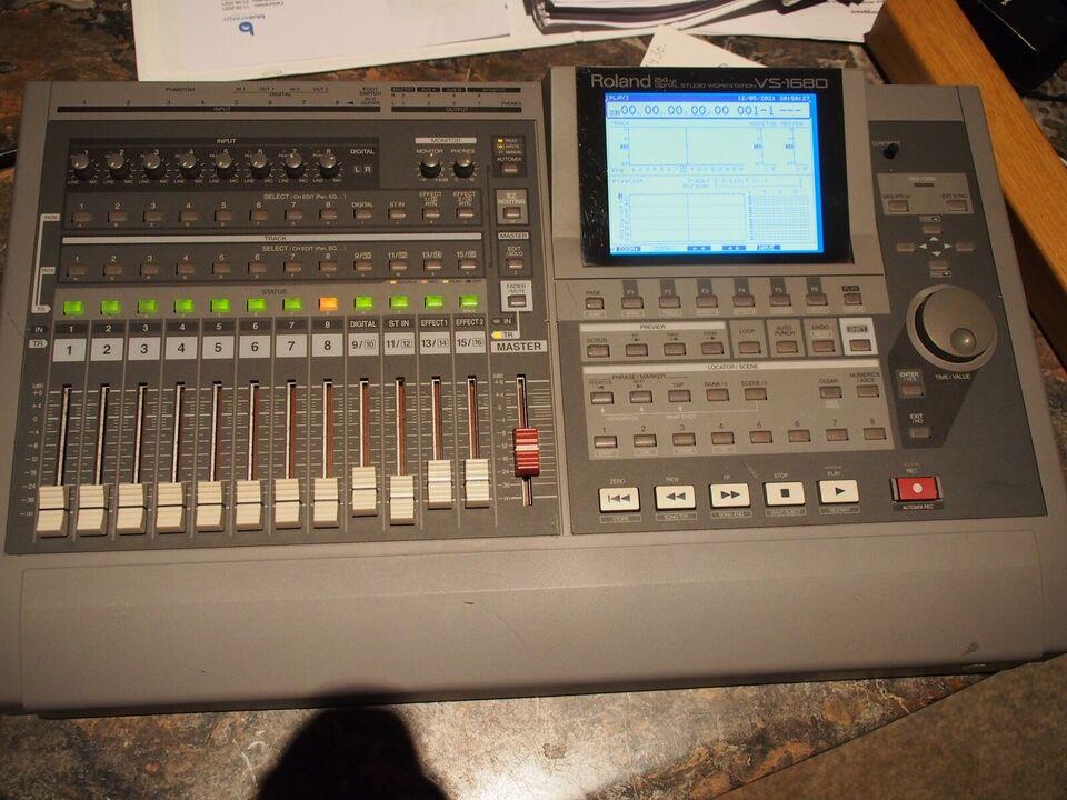 Roland VS-1680 Digital Studio Workstation, Roland