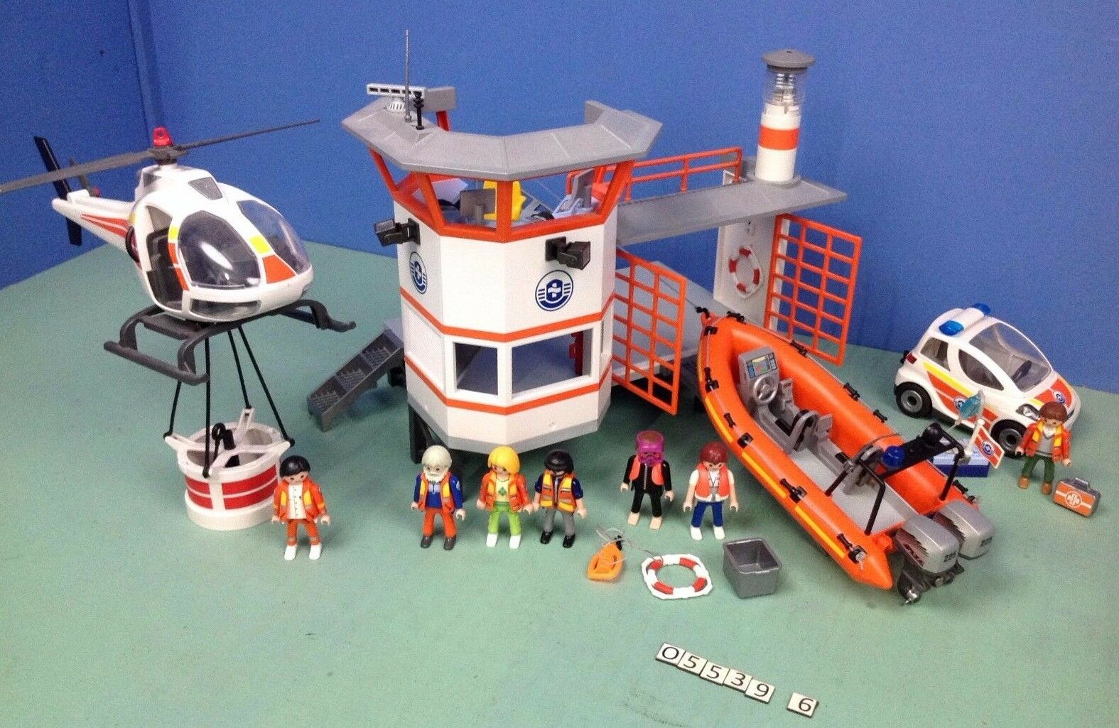 (O5539.6) playmobil Centre de secours en mer  alerte à malibu  ref 5539 5542