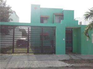 Casa en Avenida Principal de los Almendros, Caucel, Mérida, Yucatán