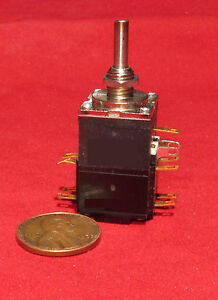 Allen-Bradley-Mod-Pot-2K-OHM-with-4-Pole-Switch-AudioTaper-4-Pole-2-2-A2K-CQ
