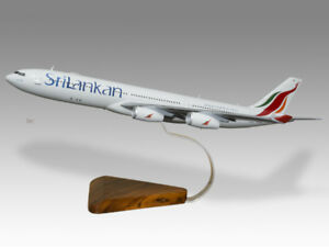 Models Aeronautica Responsible Airbus A330-200 Tunis Air Solid Kiln Dried Mahogany Wood Handmade Desktop Model