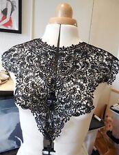 Ein Schwarzer blumen baumwolle spitzen-kragen applikation/Runde form ausschnitt