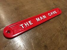 'THE MAN CAVE' DOOR SIGN SHED GARAGE VINTAGE SOLID CAST METAL DAD GIFT HUMO-01re