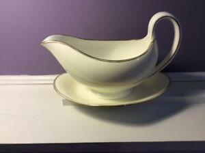 Wedgwood-bone-china-gravy-boat-with-attached-underplate-W3351