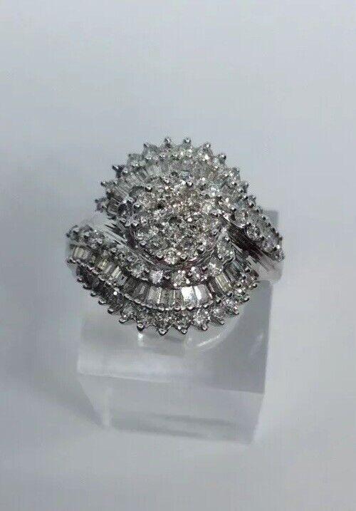 14K White gold Diamond Cluster Ring 2.50 TCW Size 7