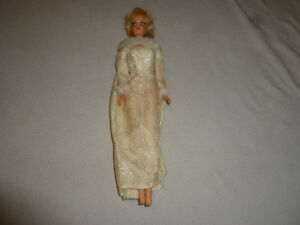 VINTAGE-BARBIE-DOLL-MATTEL-1967-1160-TWIST-amp-TURN-WINTER-WEDDING-DRESS-TNT-1880