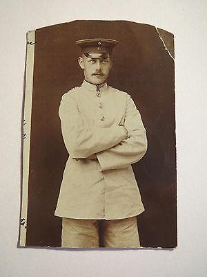 Besorgt 1904 - Stehender Soldat In Weißer Uniform / Foto