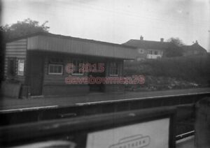 PHOTO  RIDDLESDOWN RAILWAY STATION AS ABOVE BUT OF THE DOWN PLATFORM 1 - Tadley, United Kingdom - PHOTO  RIDDLESDOWN RAILWAY STATION AS ABOVE BUT OF THE DOWN PLATFORM 1 - Tadley, United Kingdom