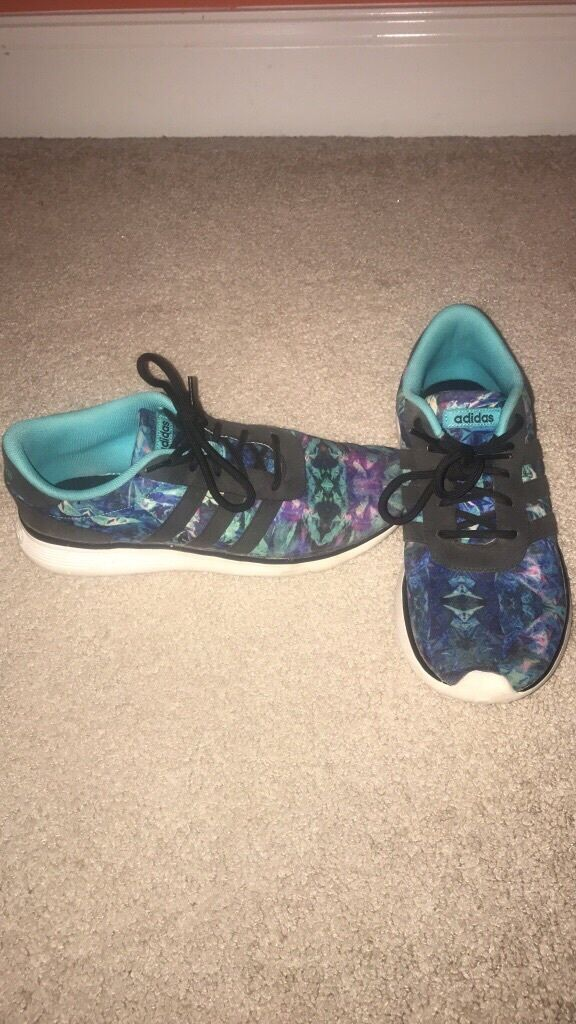 Adidas Women Tennis shoes Size 9
