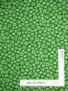 Christmas-Frosty-Snowman-White-Snowflakes-On-Green-Cotton-Fabric-QT-By-The-Yard