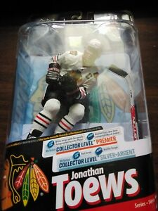 MCFARLANE-NHL-SERIES-24-JONATHAN-TOEWS-REGULAR-WHITE-JERSEY-CHICAGO-BLACKHAWKS