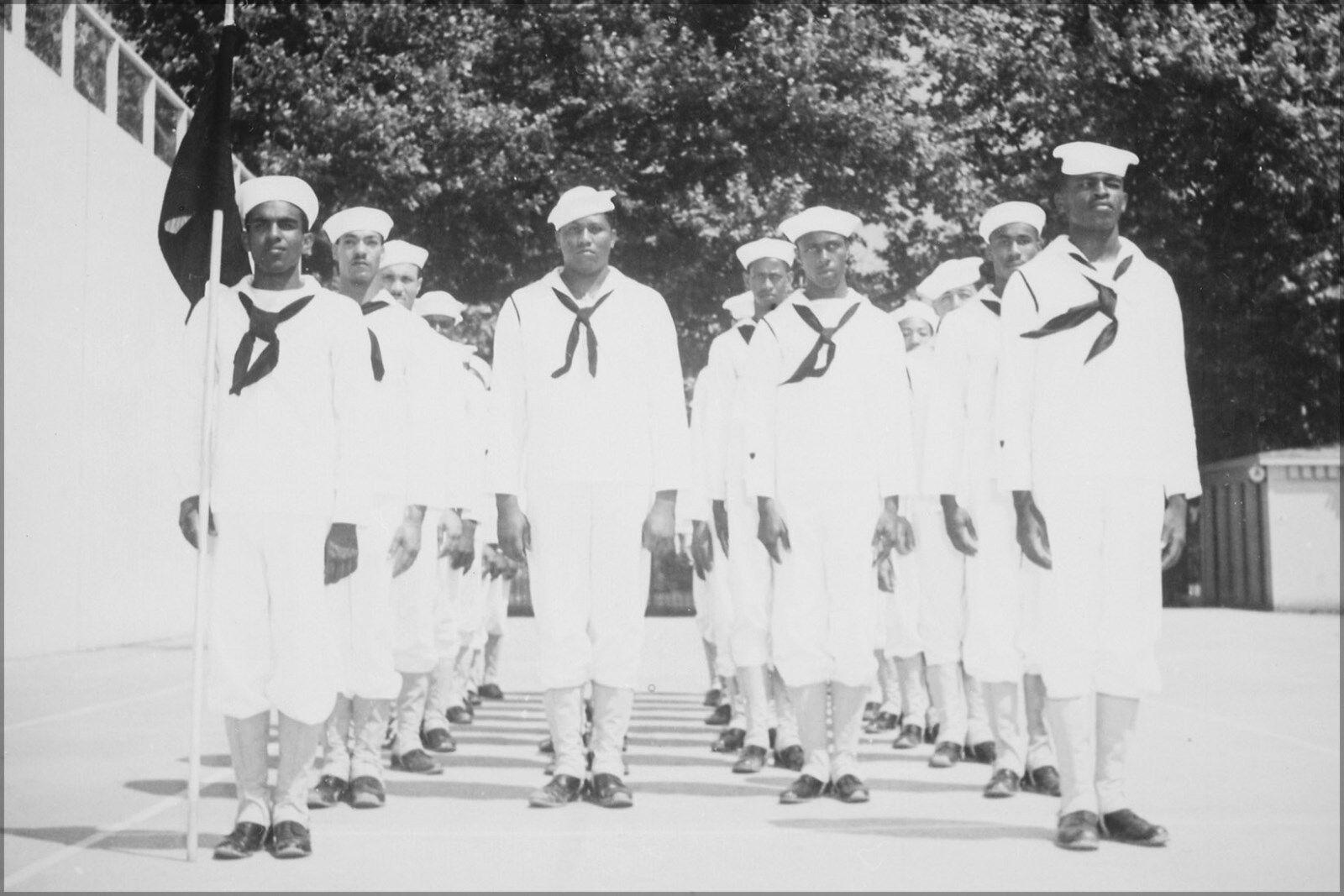 Poster, Many Größes; schwarz Recruits At Manhattan Beach Training Station, . 19